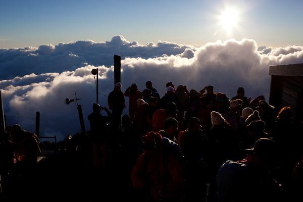 富士山の山小屋からみえた朝日